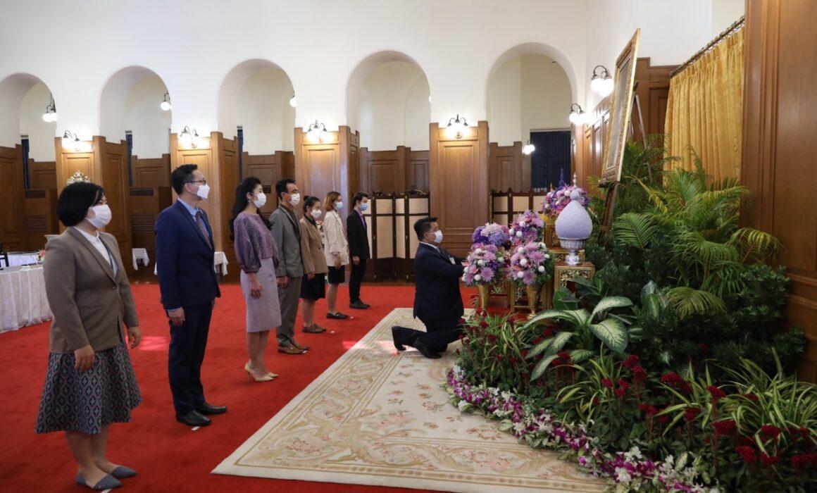 คณะผู้บริหารและเจ้าหน้าที่ดอยคำ ลงนามถวายพระพรสมเด็จพระกนิษฐาธิราชเจ้า กรมสมเด็จพระเทพรัตนราชสุดาฯ สยามบรมราชกุมารี